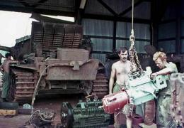 a6 - Tank in for an engine change at the 106 workshop Nui Dat SVN.JPG